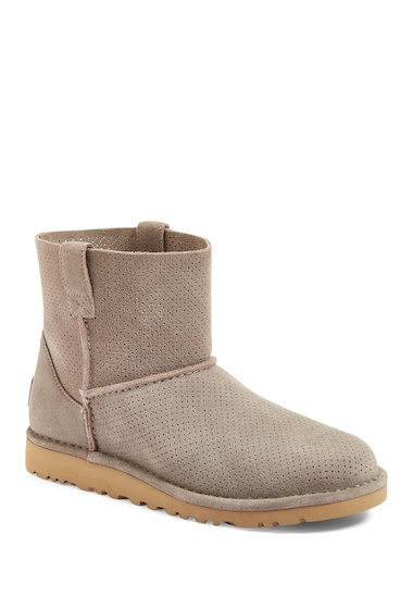 Incaltaminte Femei UGG Classic Unlined Mini Perforated Leather Boot MLE