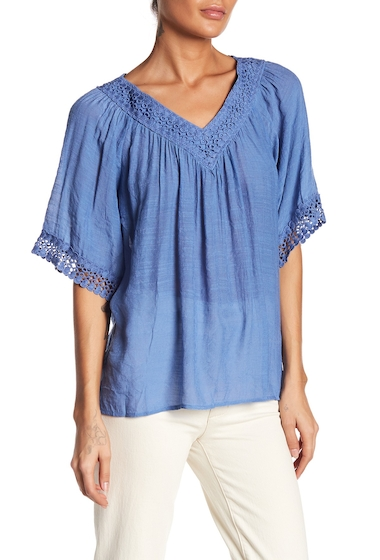 Imbracaminte Femei Bobeau Crochet Trim Woven V-Neck Blouse DENIM BLUE