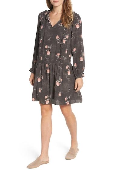 Imbracaminte Femei Caslon Ruffle Split Neck Dress Regular Petite GREY- PINK ENCHANTED FLRL