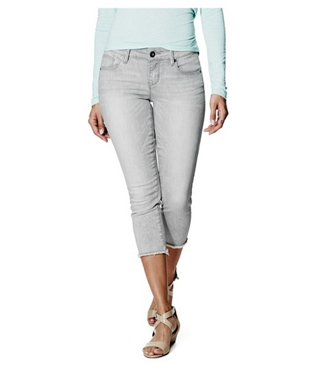 Imbracaminte Femei GUESS Stellen Raw-Hem Denim Capris in Grey Wash gray